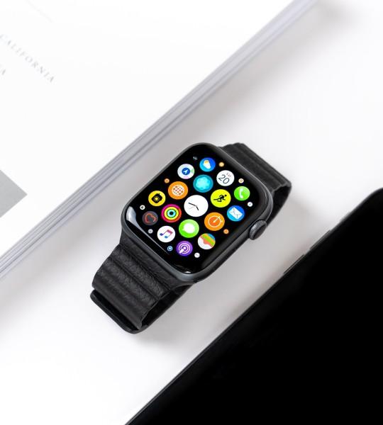 Đồng hồ thông minh màu đen